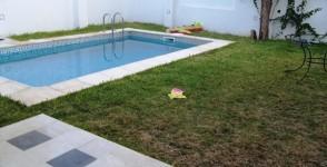 Villa haut standing meublée avec piscine à Marsa Corniche