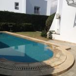 A louer villa sur 3 niveaux avec piscine