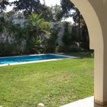 A louer villa avec jardin gazonné et piscine