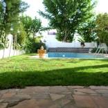 A vendre villa sur deux niveaux avec piscine