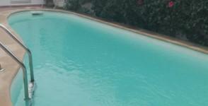 A louer villa sur deux niveaux avec piscine
