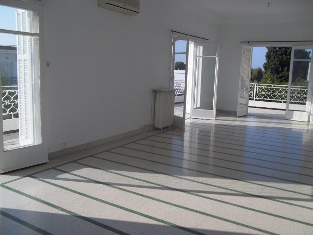A louer villa avec piscine vue sur mer housing immo for Appartement a louer a sidi bouzid avec piscine