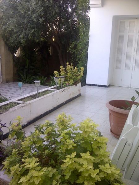A louer rez de chaussée de villa meublé avec jardin ...